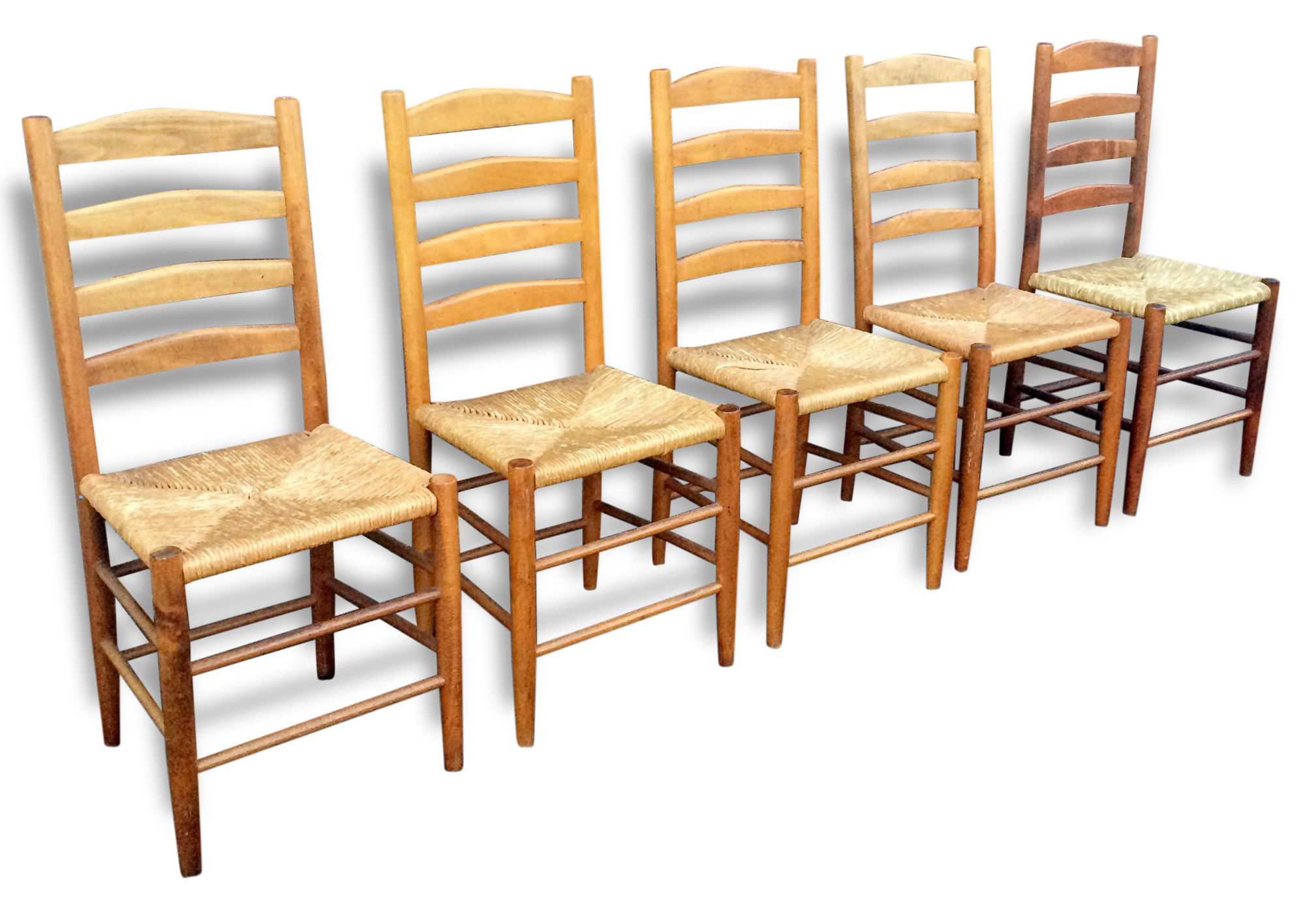 chaises paillees great chaise thonet rempaille en couleur htre courbe with chaises paillees. Black Bedroom Furniture Sets. Home Design Ideas