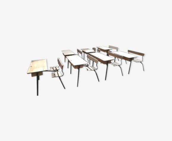 Anciens bureaux d'écoliers bois métal