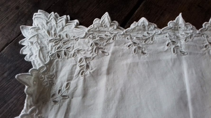 Nappe carrée linge ancien blanc Dentelle Richelieu