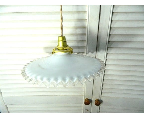 Suspension art déco en verre blanc opaque