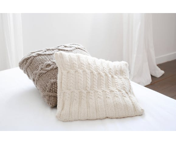 cushion knitted hand wool colours natural Irish ground cables 37x37 cm