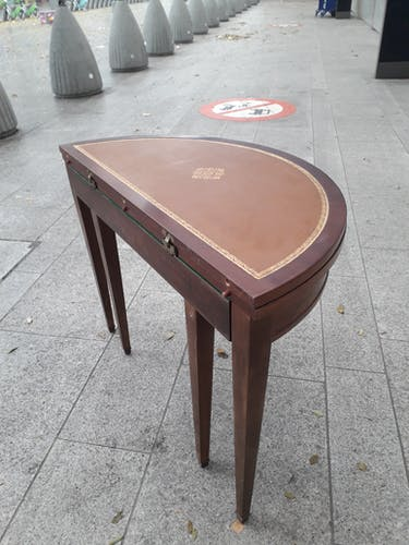 Half-moon table with extensions