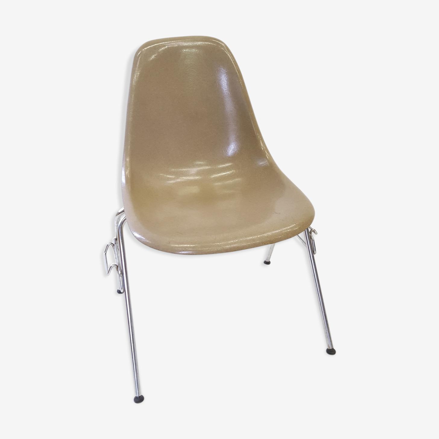Chaise orginale Eames édition Vitra modèle DSS