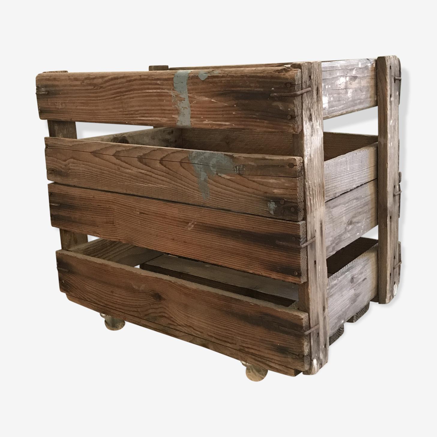 Cagette en bois sur roulettes
