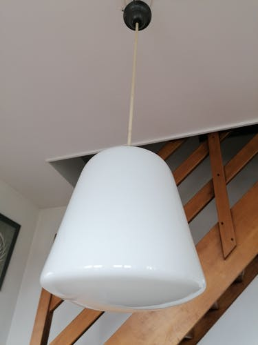 Suspension globe opaline moderniste style art déco
