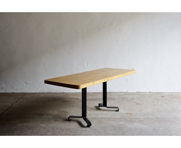 Table à manger Les Arcs par Charlotte Perriand 1978