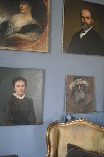 Portrait signé  66 / 54