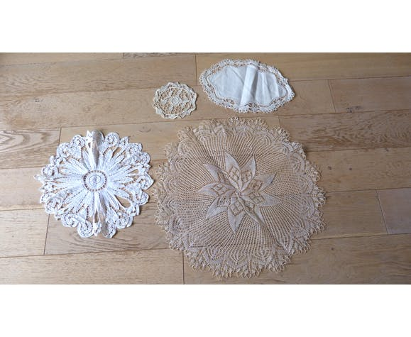 Lot of 4 old linen yeils