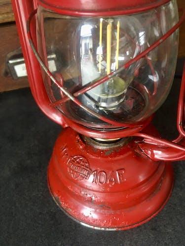 Lampe tempête électrique rouge vintage