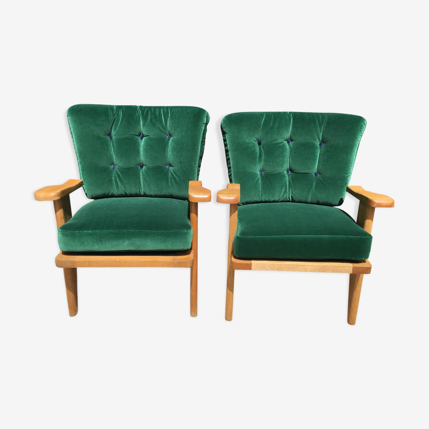 Paire de fauteuils en velours vert