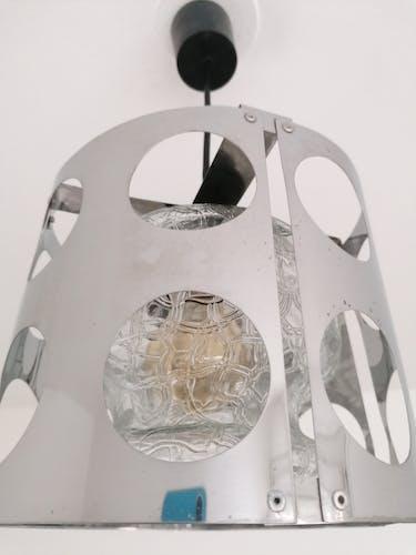 Suspension vintage en métal chromé ajouré et globe verre pressé, années 70