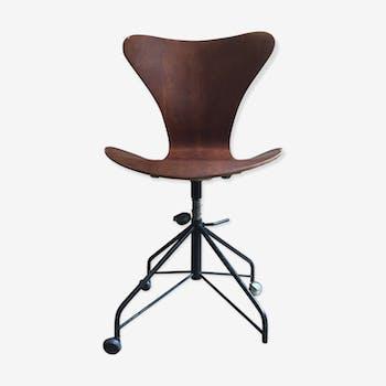 Chaise par Arne Jacobsen pour Fritz Hansen (1960-1969)