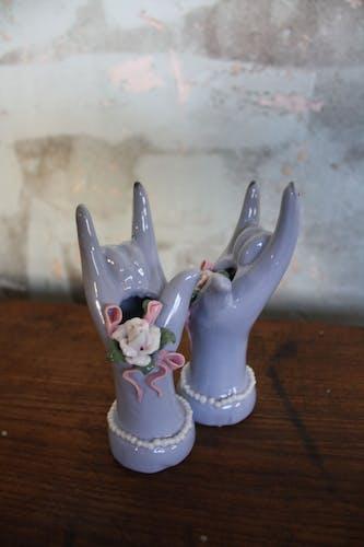Main baguiers vases