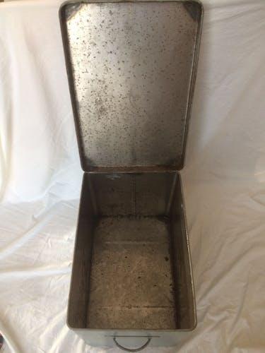 """Vintage grey metal case """"R"""""""