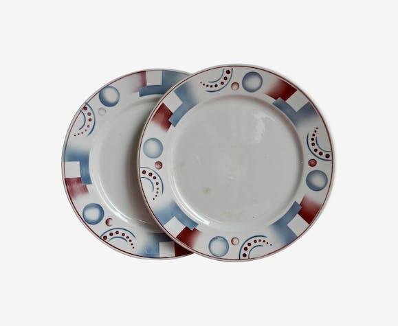 Digoin Sarreguemines, ensemble de 2 assiettes à dessert modèle Cyrnos décor géométrique rouge et bleu