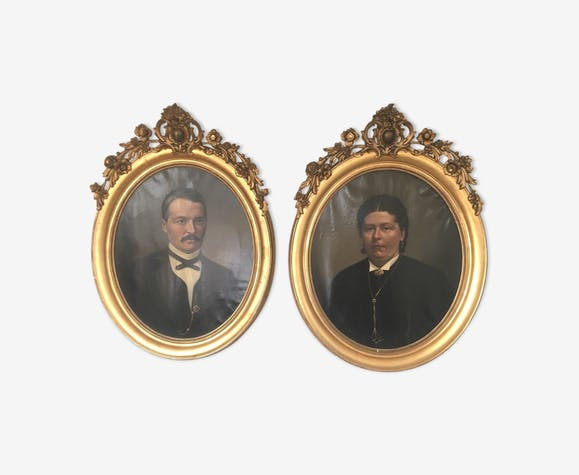 Pair of portraits of family oil on canvas 19th century gilded oval frame