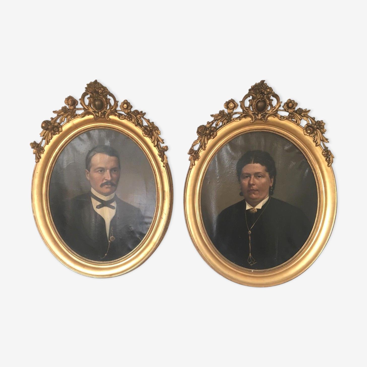 Paire de portraits de famille huile sur toile XIX siècle cadre ovale doré