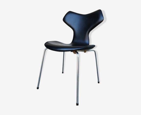 Grand Prize of Arne Jacobsen for Fritz Hansen black leather chair
