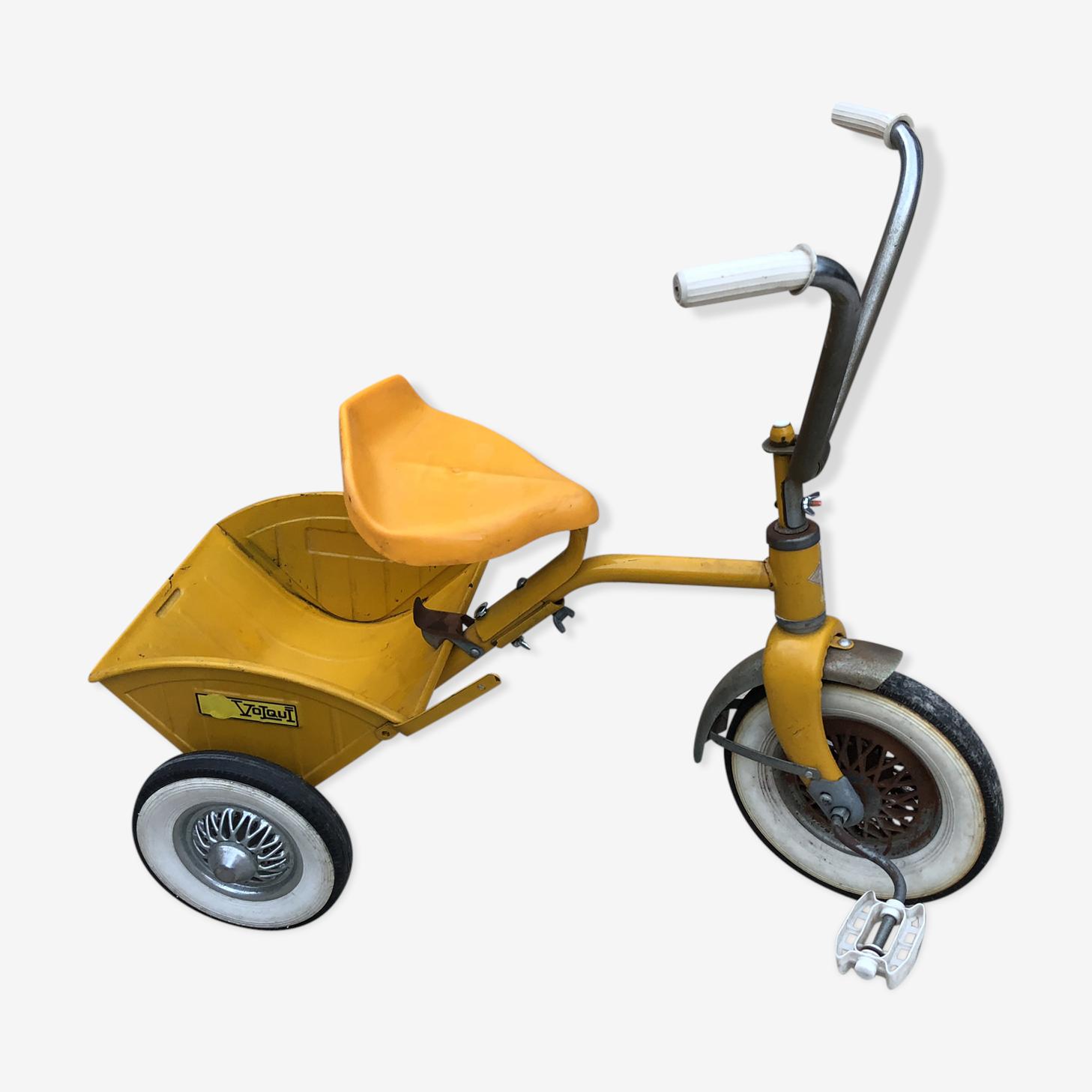 Tricycle jaune  avec godet rabattable