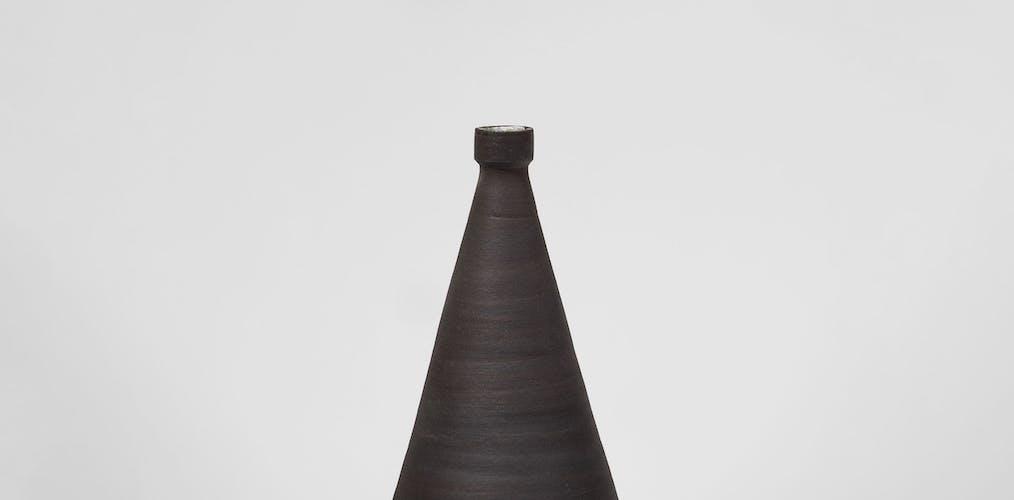 Vase en céramique signé et daté 1963.
