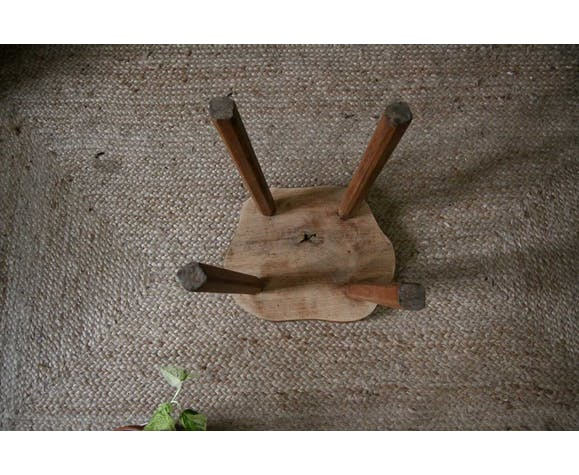 Tabouret en bois brutaliste