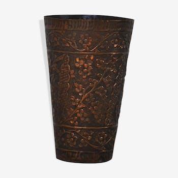 Vase en cuivre ethnique vintage