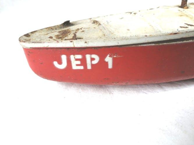 Bateau JEP 1 en tôle