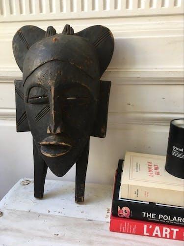 Masque africain bois massif ancien