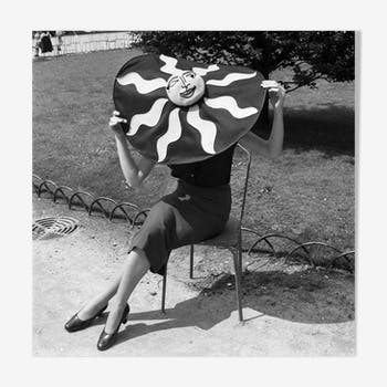 "Photograph ""hat the artist"""