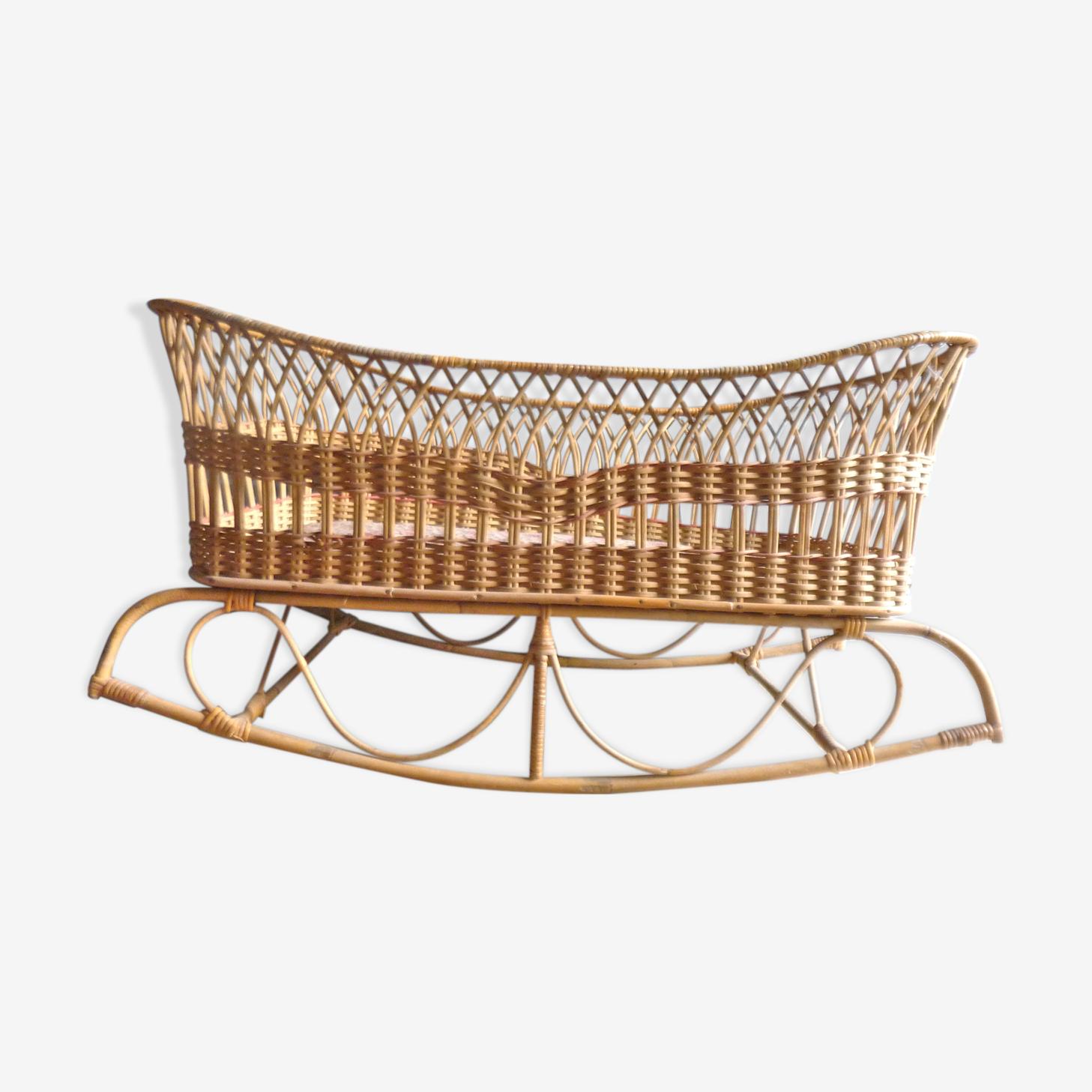 Bed cradle rattan