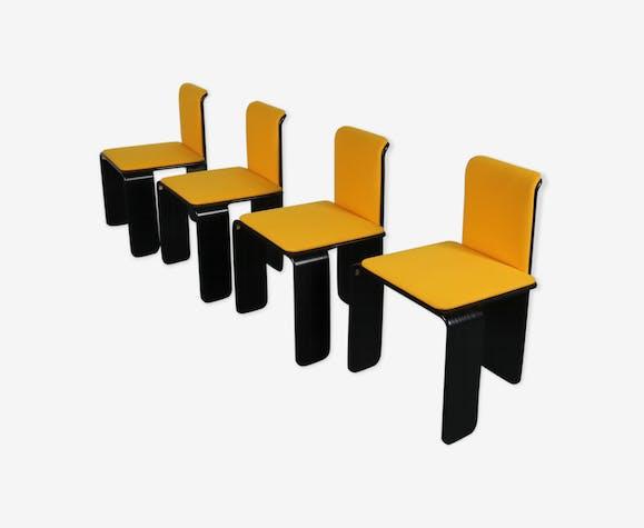 Chaises de salle à manger noires et jaunes des années 1970, fabriquées en Belgique