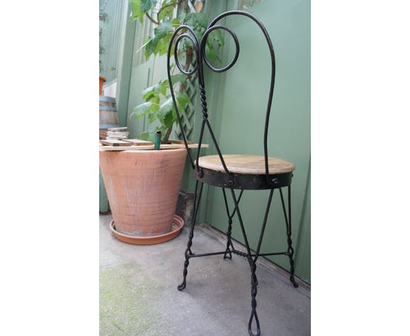 Lot of 2 1900 in wrought iron garden chairs
