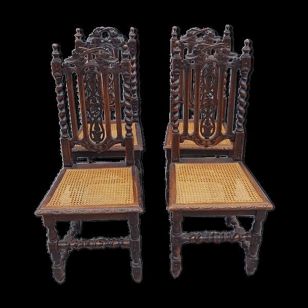 4 Chaises gothiques torsadées et assises cannées