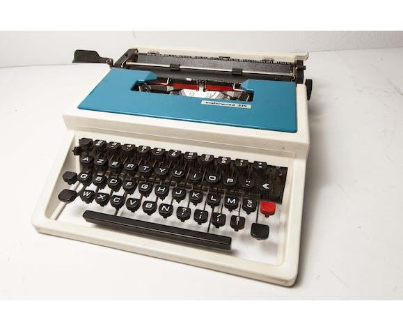Typewriter underwood portable 315 blue with travel case / blue typewriter / 70s, made in spain.