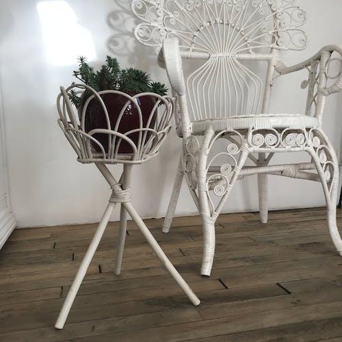 Porte plante en rotin blanc vintage
