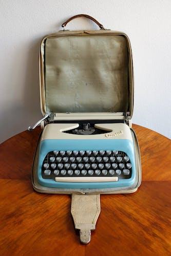 Machine à écrire Tchécoslovaque modèle 1531, années 1960