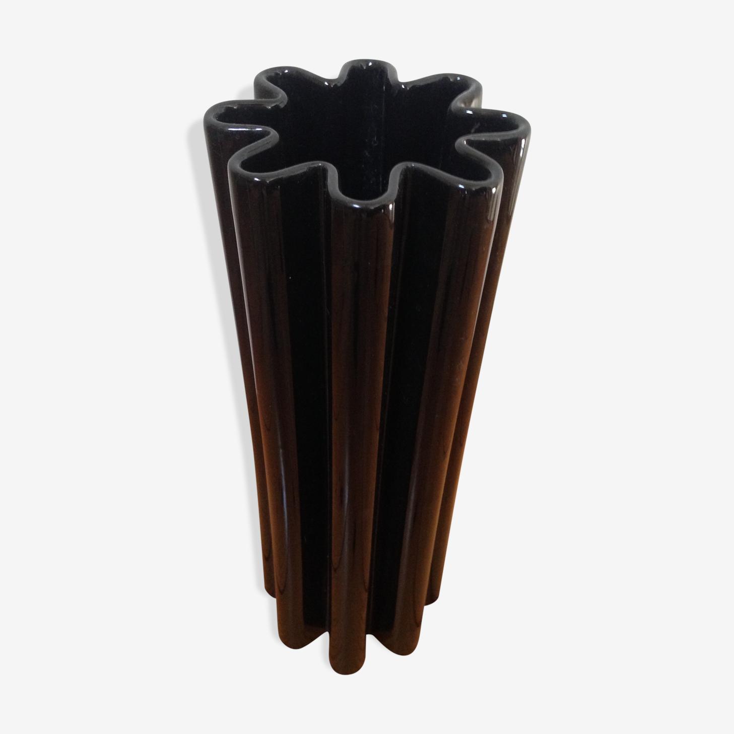 Vase noir en céramique