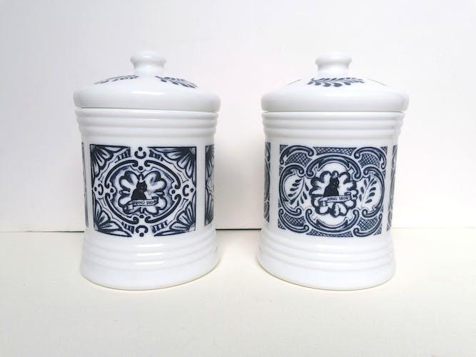 Paire de pots apothicaires opaline blanc et bleu