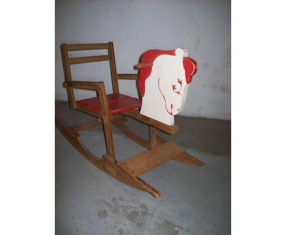 Cheval a bascule en bois peint
