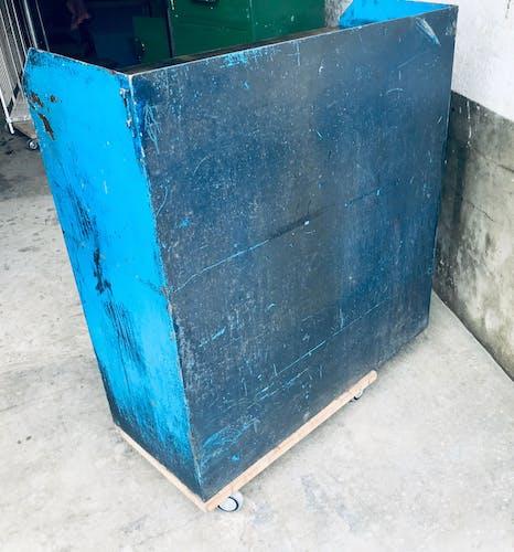 Placard d'atelier bleu