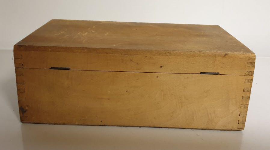 Boite ancienne en bois pour rangement