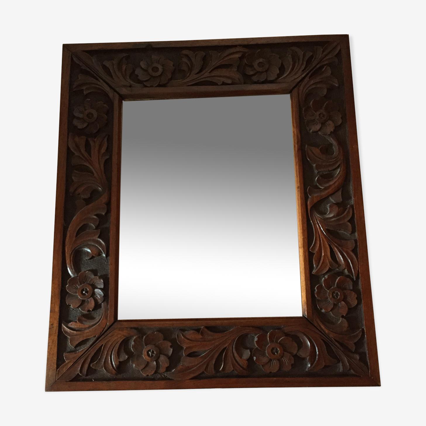 Miroir en bois sculpté  62x52 cm