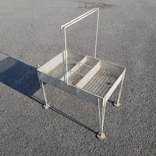 Portable bar in perforated tole rigitulle