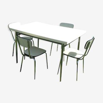 Table en formica et 4 chaises