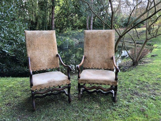 Lot de 2 fauteuils os de mouton en noyer époque Louis XIII