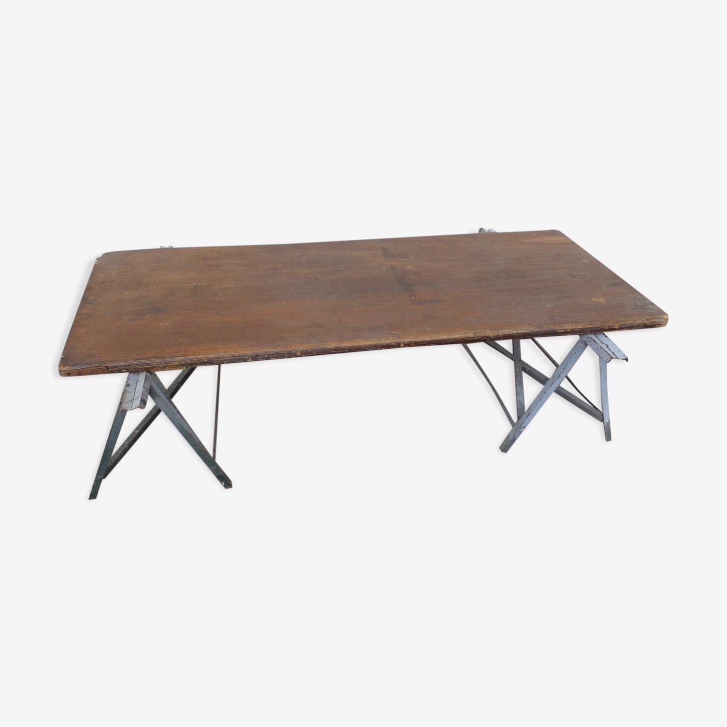 Table basse sur tréteaux