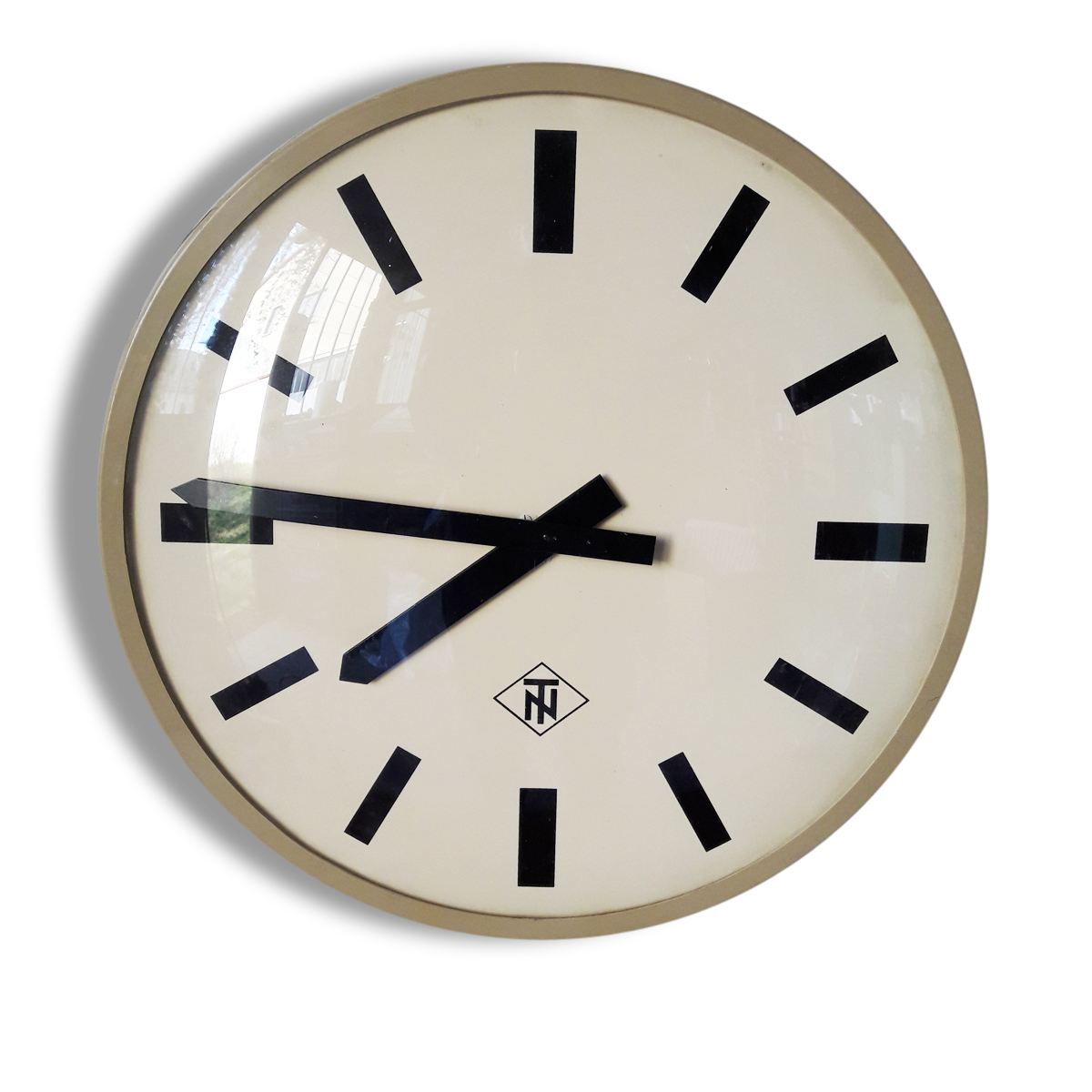 awesome grande horloge vintage telenorma diamtre cm with grosse pendule. Black Bedroom Furniture Sets. Home Design Ideas