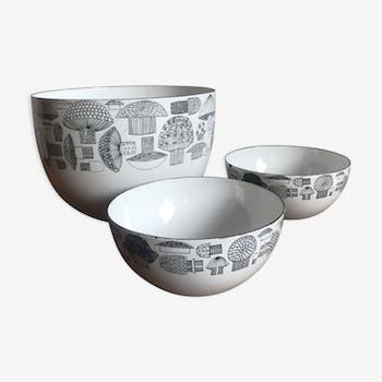 Enamelled metal bowls by Kaj Franck for Arabia 1950s
