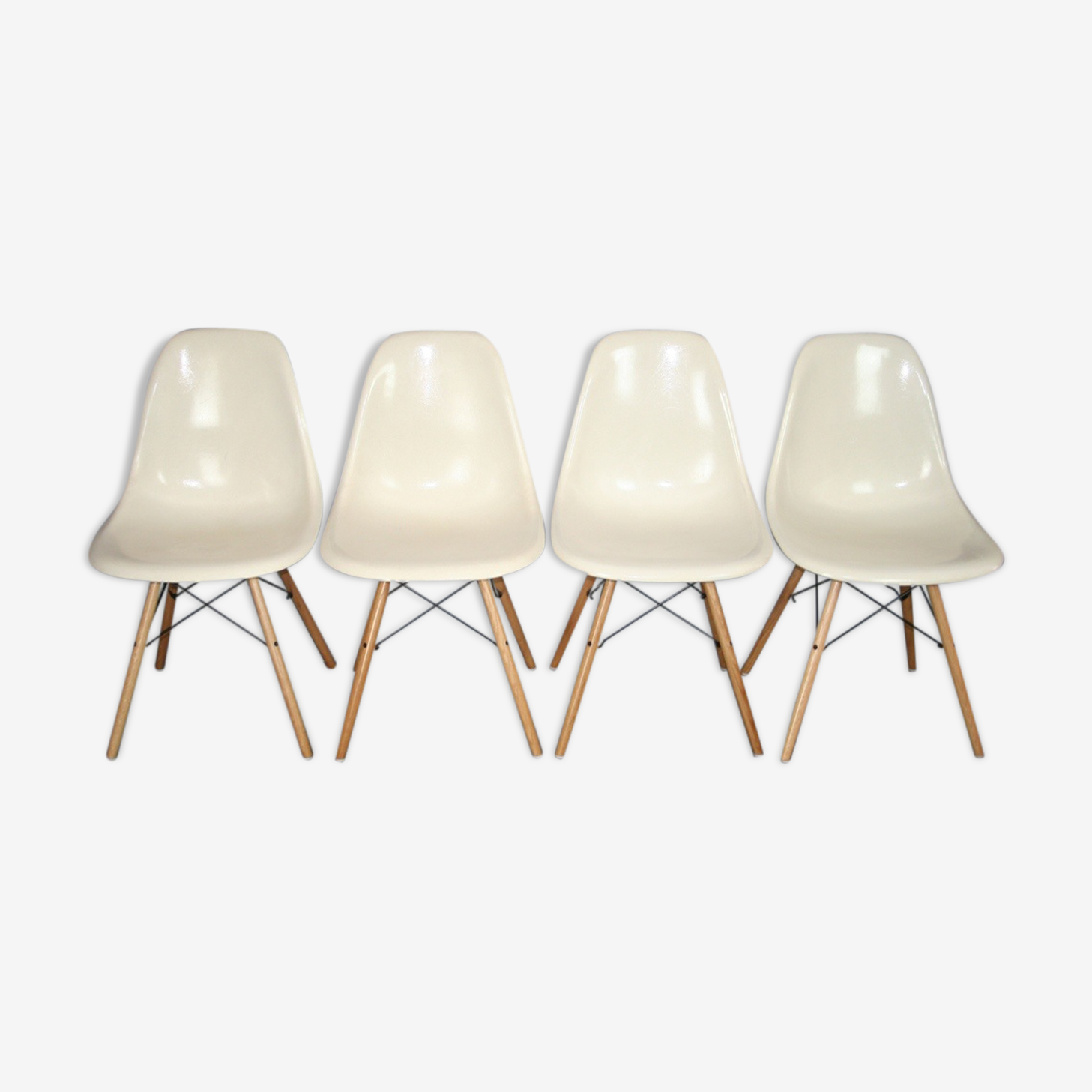 4 chairs dsw Eames Herman Miller