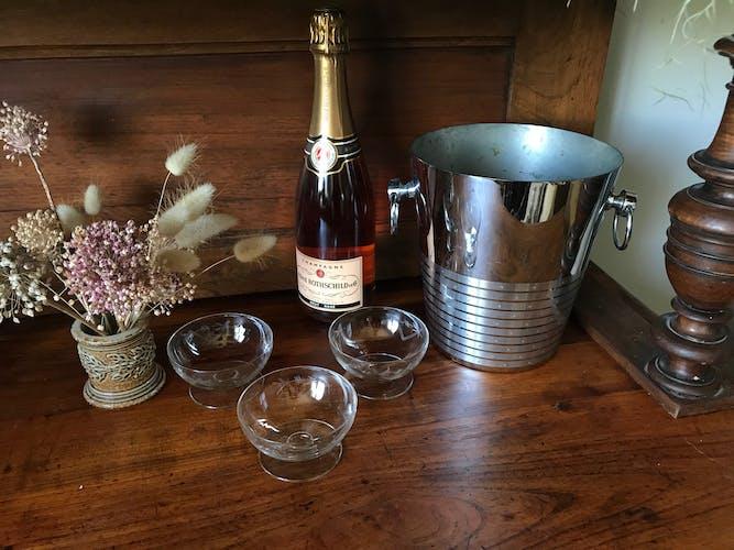 Set de huit coupes à champagne en cristal gravées
